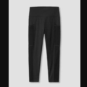 Universal Standard Black Cropped Leggings